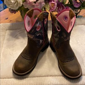 Ariat boots. Size 7.5B brown/pink super cute